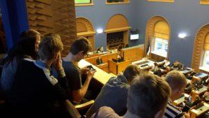 Riigikogu istungit jälgimas