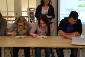 Nööbikommide söömine