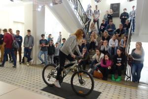 Jalgrattal tasakaalu hoidmine