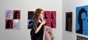 Õpilaste kunstinäituse avamine linnaglaeriis