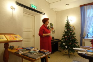 Krista Kumberg kirjandusest rääkimas